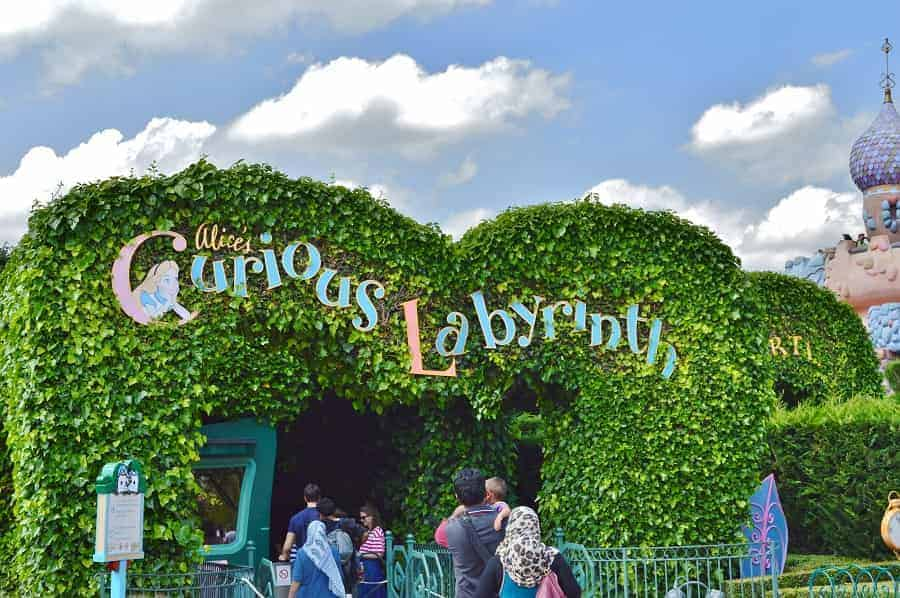 Alice Curious Labyrinth in Disneyland Paris