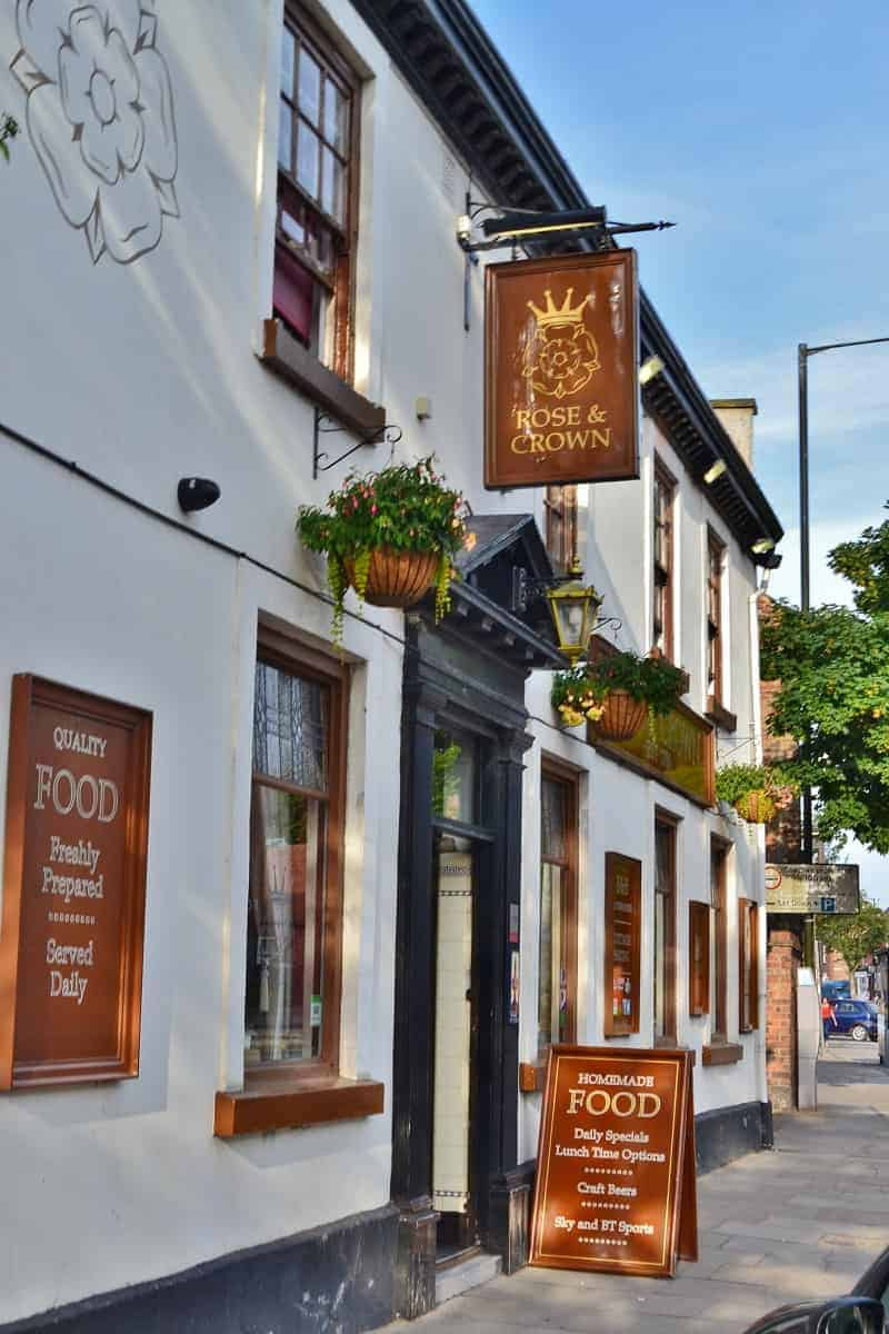 Rose & Crown Bed & Breakfast and Pub