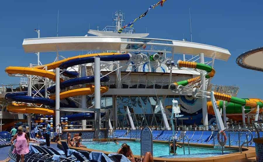Pool deck of Harmony of the Sea