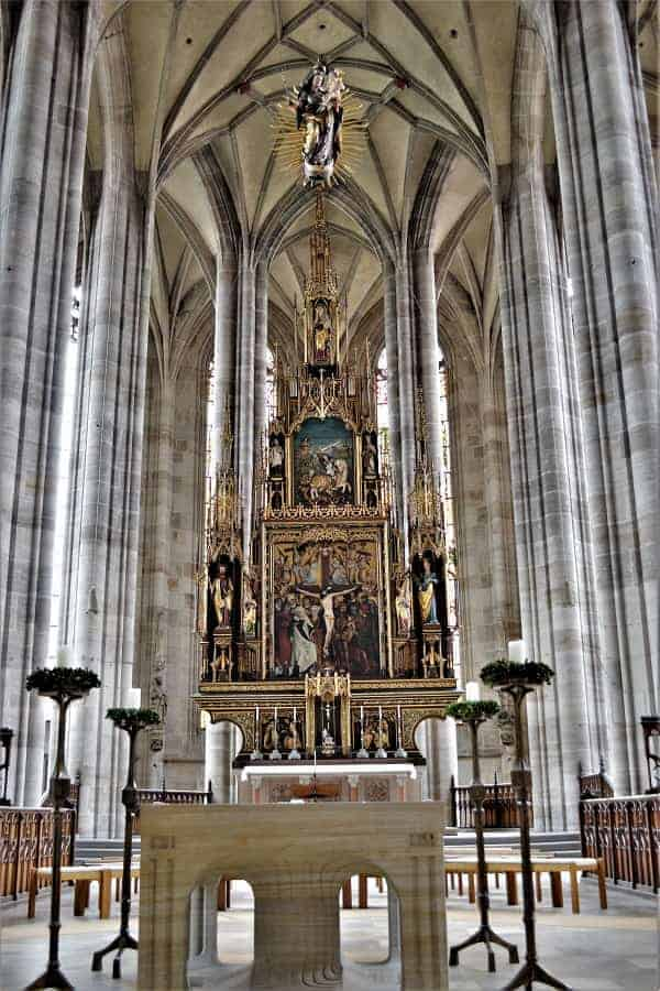 Alter in St. George's Minster in Dinkelsbühl