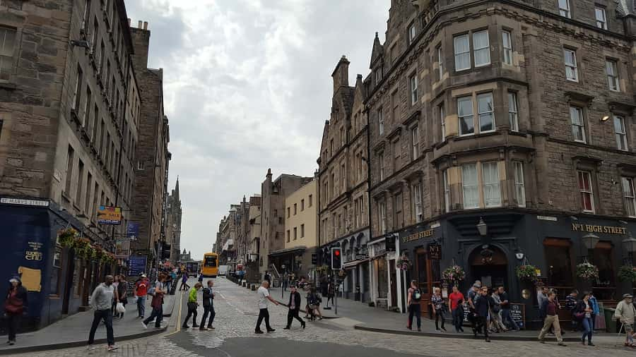 Royal Mile Shopping & Cafes