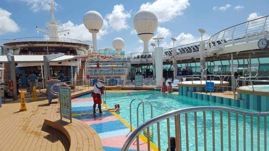 Mariner of the Seas Pool