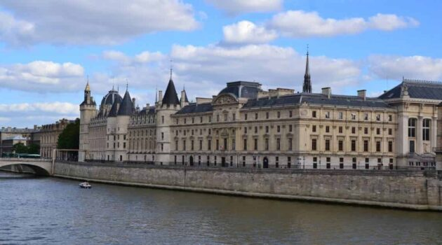 Guide to Traveling to Paris for the First Time