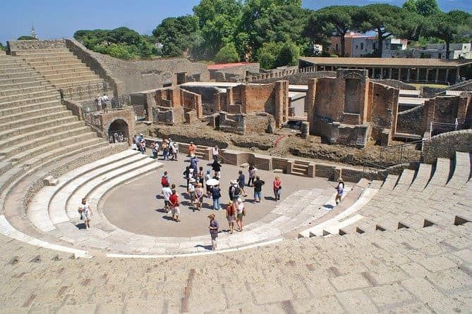 Group Pompeii Tour with a Local Archaeology Expert